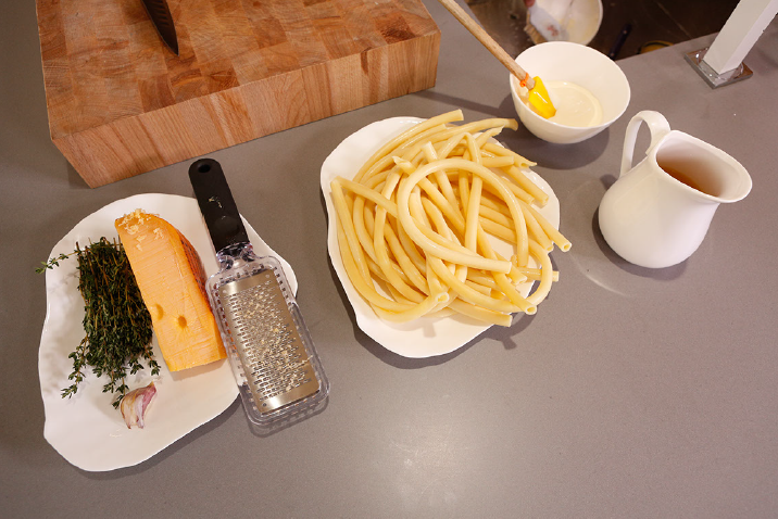 Ingrediënten voor de gratin van reuze macaroni